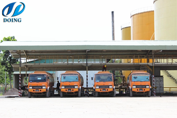 crude palm oil is pumped into trucks
