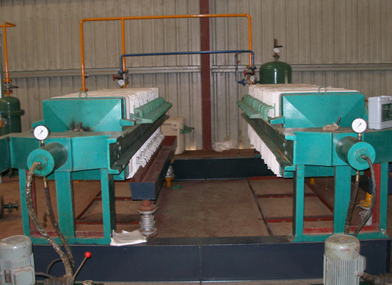 filter machine in dewaxing line