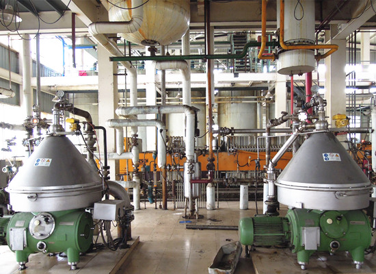 Batch type edible oil refinery plant and continuous edible oil refinery plant